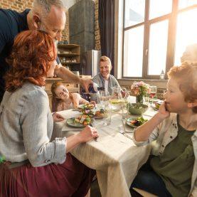 multigenerational-home-family-dinner