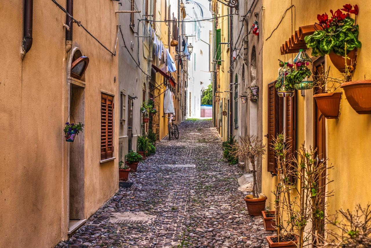 sardinia-italy-street
